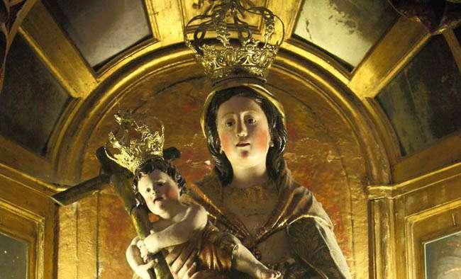 Un recorrido por la Catedral de Santiago de Compostela: capillas de la nave principal y del crucero sur (5ªparte).