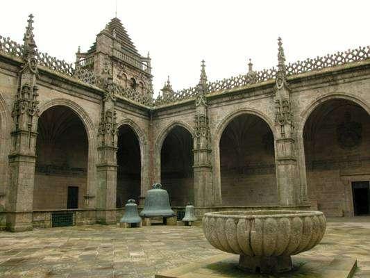 Un recorrido por la Catedral de Santiago de Compostela: el claustro de la Catedral (7ª parte)